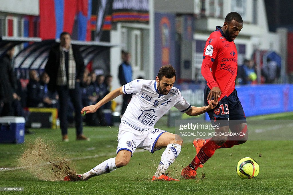 Ajaccio's French defender Alassane Toure (R) vies for the ball with Troyes' French forward Fabien Camus during the French L1 football match between Gazelec Ajaccio (GFCA) and Troyes (ESTAC) on February 13, 2016, at the Ange Casanova stadium in Ajaccio, on the French Mediterranean island of Corsica. AFP PHOTO / PASCAL POCHARD-CASABIANCA / AFP / PASCAL POCHARD-CASABIANCA