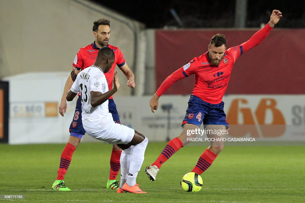 Ajaccio's French defender Roderic Filippi (R) vies with Guincamp's French midfielder Younousse Sankhare (L) during the L1 football match between Gazelec Ajaccio (GFCA) and Guingamp (EAG) on February 6, 2016, at the Ange Casanova stadium in Ajaccio, on the French Mediterranean island of Corsica. AFP PHOTO / PASCAL POCHARD-CASABIANCA / AFP / PASCAL POCHARD CASABIANCA