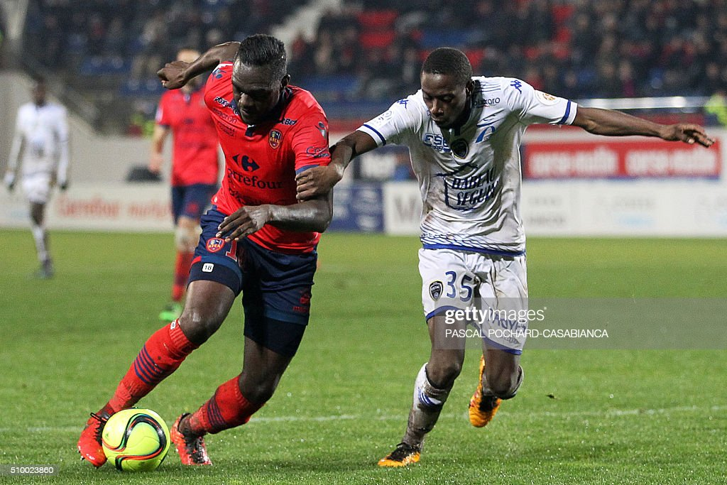 Ajaccio's French midfielder Amos Youga (L) vies with Troyes' French defender Mouhamadou Dabo during the French L1 football match between Gazelec Ajaccio (GFCA) and Troyes (ESTAC) on February 13, 2016, at the Ange Casanova stadium in Ajaccio, on the French Mediterranean island of Corsica. AFP PHOTO / PASCAL POCHARD-CASABIANCA / AFP / PASCAL POCHARD-CASABIANCA