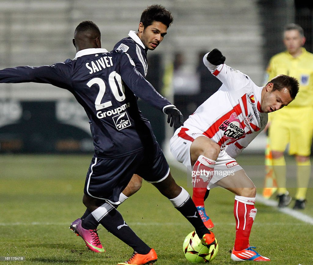 Ajaccio's French midfielder Frederic Sammaritano (R) vies with Bordeaux's French forward Henri Saivet during a French L1 football match between Ajaccio (ACA) and Bordeaux (GDB) at Francois Coty stadium in Ajaccio, Corsica, on February 9 , 2013.