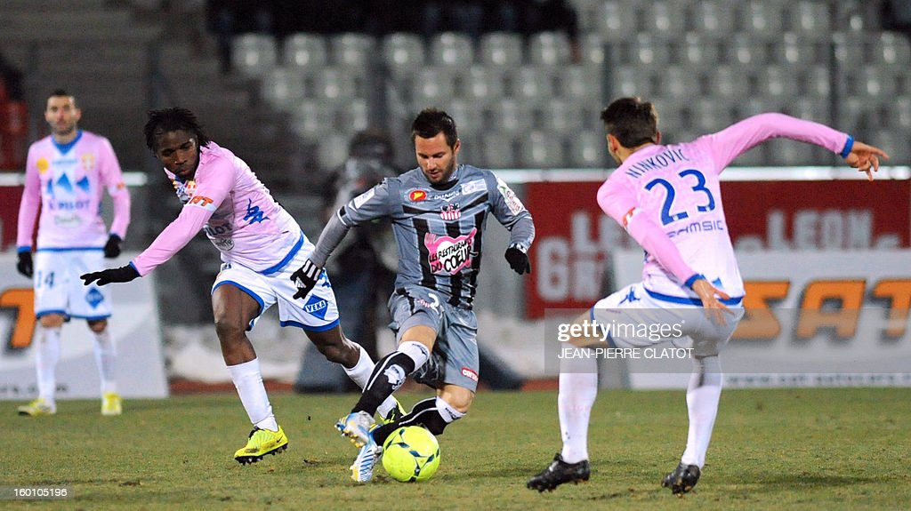 Ajaccio's French midfielder Frederic Sammaritano (C) vies with Evian's Ivoirian midfielder Eric Tie Bi (L) and Evian's Serbian midfielder Milos Ninkovic during the French L1 football match Evian (ETGFC) vs Ajaccio (ACA) on January 26, 2013 at the city stadium Parc des sports in Annecy, eastern France. AFP PHOTO / JEAN-PIERRE CLATOT