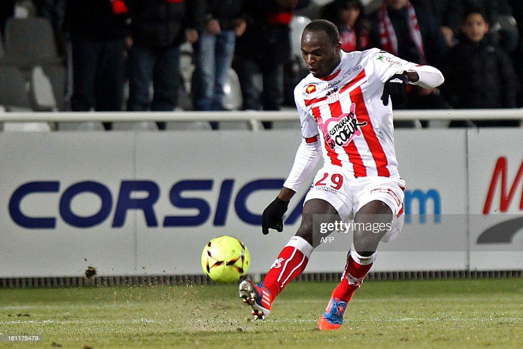 Ajaccio's Kenian forward Dennis Oliech shoots the ball during a French L1 football match between Ajaccio (ACA) and Bordeaux (GDB) at Francois Coty stadium in Ajaccio, Corsica, on February 9 , 2013. AFP PHOTO / PASCAL POCHARD-CASABIANCA