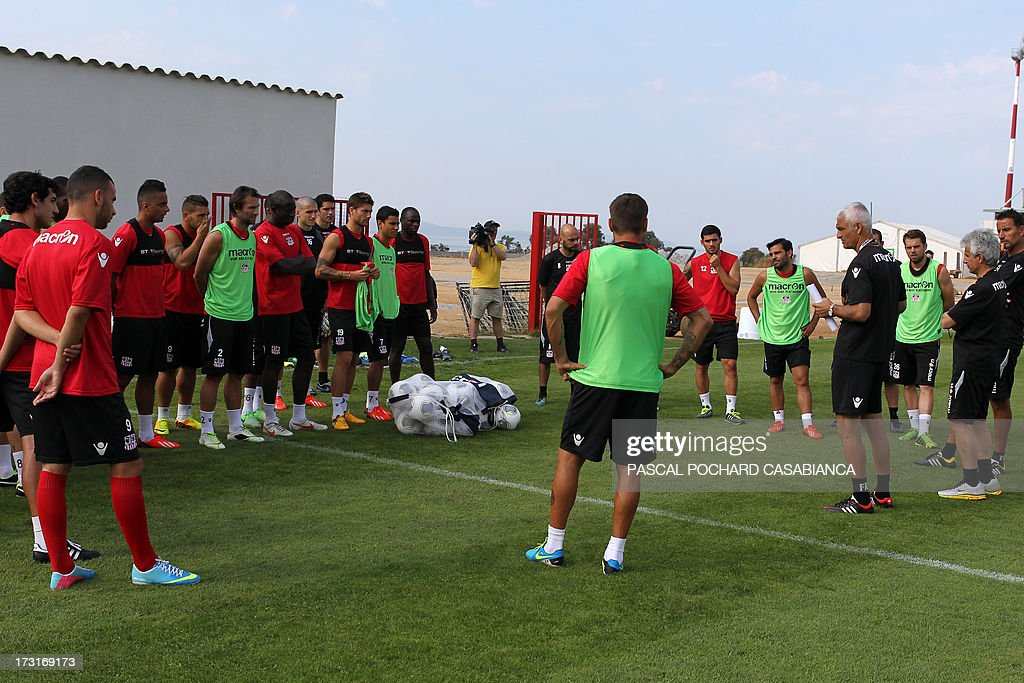 Ajaccio's L1 football club head coach, Italy's Fabrizio Ravanelli (L) gives instructions to his players during a training session on July 9, 2013 in Ajaccio, French Mediterranean island of Corsica.