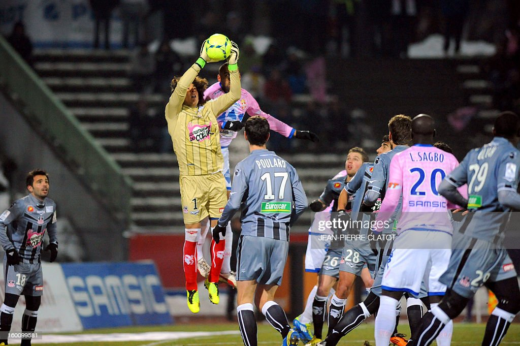 Ajaccio's Mexican goalkeeper Guillermo Ochoa (L) vies with Evian's French defender Aldo Angoula during the French L1 football match Evian (ETGFC) vs Ajaccio (ACA) on January 26, 2013 at the city stadium Parc des sports in Annecy, eastern France. AFP PHOTO / JEAN-PIERRE CLATOT