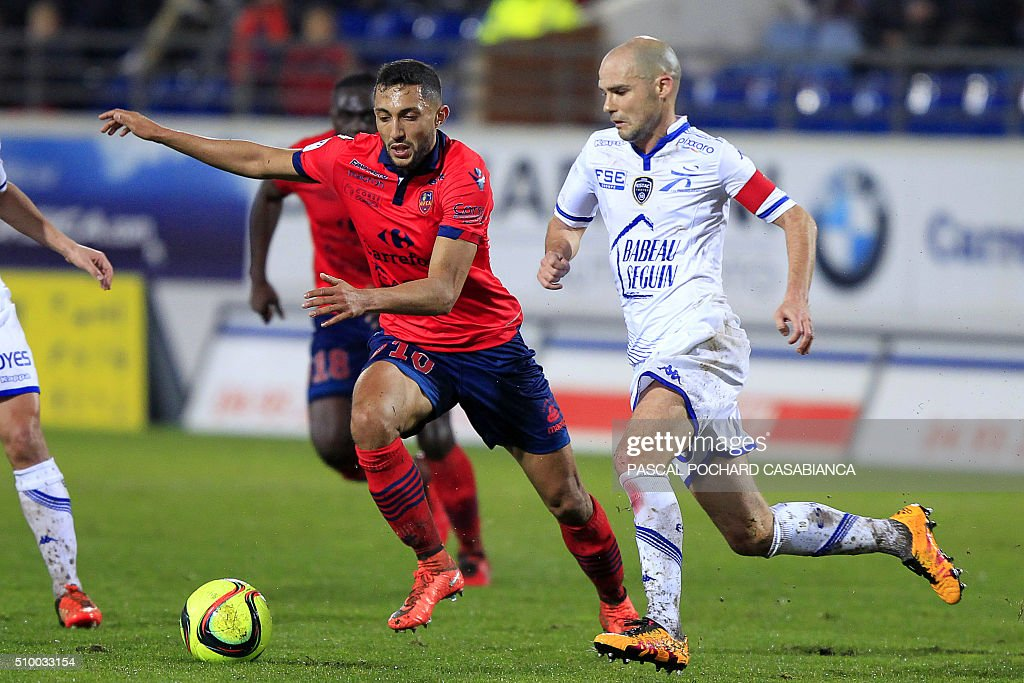 Ajaccio's Tunisian midfielder Mohamed Larbi (L) vies for the ball with Troyes' French midfielder Benjamin Nivet during the French L1 football match between Gazelec Ajaccio (GFCA) and Troyes (ESTAC) on February 13, 2016, at the Ange Casanova stadium in Ajaccio, on the French Mediterranean island of Corsica. AFP PHOTO / PASCAL POCHARD-CASABIANCA / AFP / PASCAL POCHARD CASABIANCA