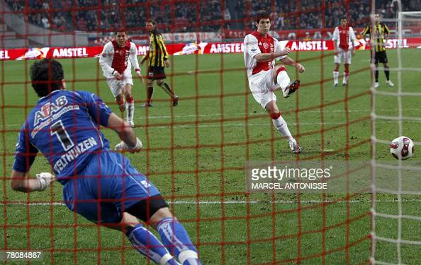 Ajax' Albert Luque scores a penalty past Vitesse goalkeeper Piet Velthuizen during their football match in Amsterdam 25 November 2007 AFP PHOTO / ANP...