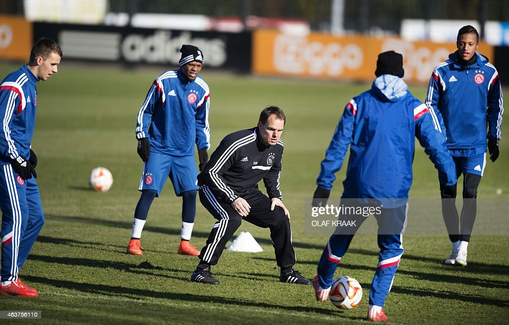 Ajax Amsterdam's Dutch coach Frank de Boer (C) takes part in a training session with players (L-R) Robert Muric, <a gi-track='captionPersonalityLinkClicked' href=/galleries/search?phrase=Thulani+Serero&family=editorial&specificpeople=6234374 ng-click='$event.stopPropagation()'>Thulani Serero</a> and Anwar El Ghazi in Amsterdam on February 18, 2015 on the eve of the UEFA Europa League round of 32 football match between Ajax Amsterdam and Legia Warsaw.