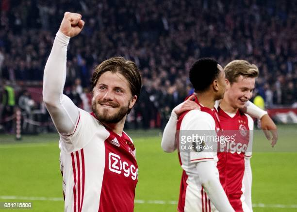 Ajax Amsterdam's Lasse Schone celebrates with teammates at the end of the UEFA Europa League match in Amsterdam on March 16 2017 / AFP PHOTO / ANP /...