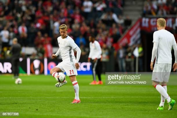 Ajax Dutch midfielder Frenkie de Jong controls the ball during warm up prior to the UEFA Europa League final football match Ajax Amsterdam v...
