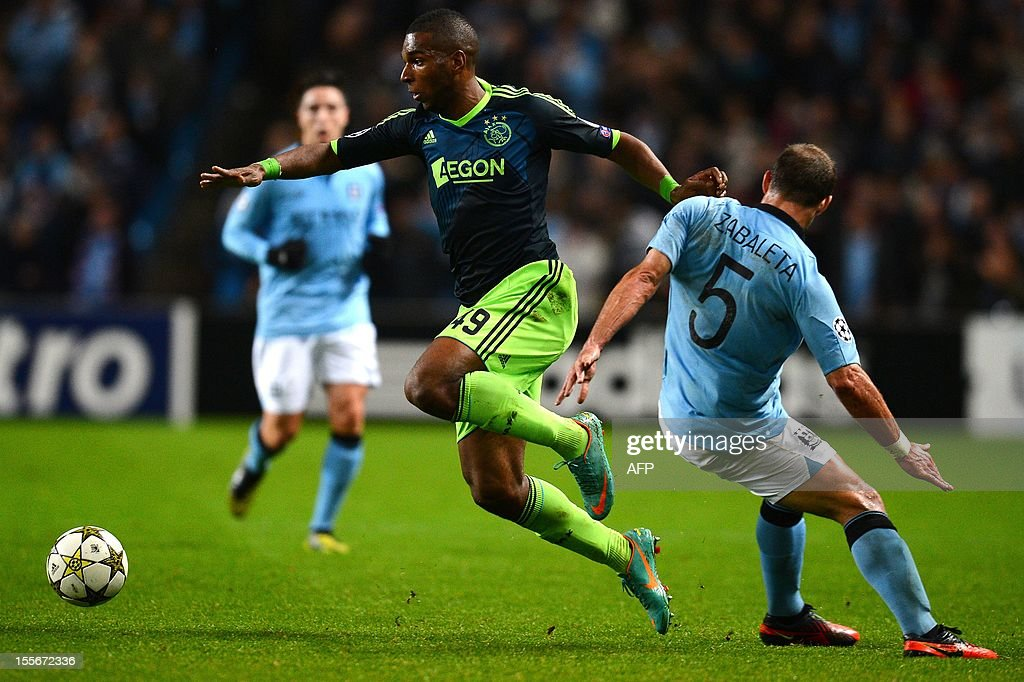 Ajax's Dutch forward Ryan Babel (C) vies with Manchester City's Argentian defender Pablo Zabaleta (R) during the UEFA Champions League football match between Manchester City and Ajax at The Etihad Stadium, in Manchester, north-west England on November 6, 2012.