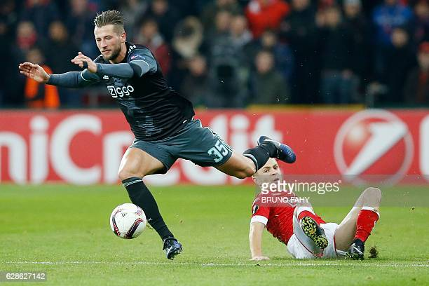 Ajax's Mitchell Dijks vies with Standard's Adrien Trebel during the UEFA Europa League football match between Standard de Liege and Ajax Amsterdam in...