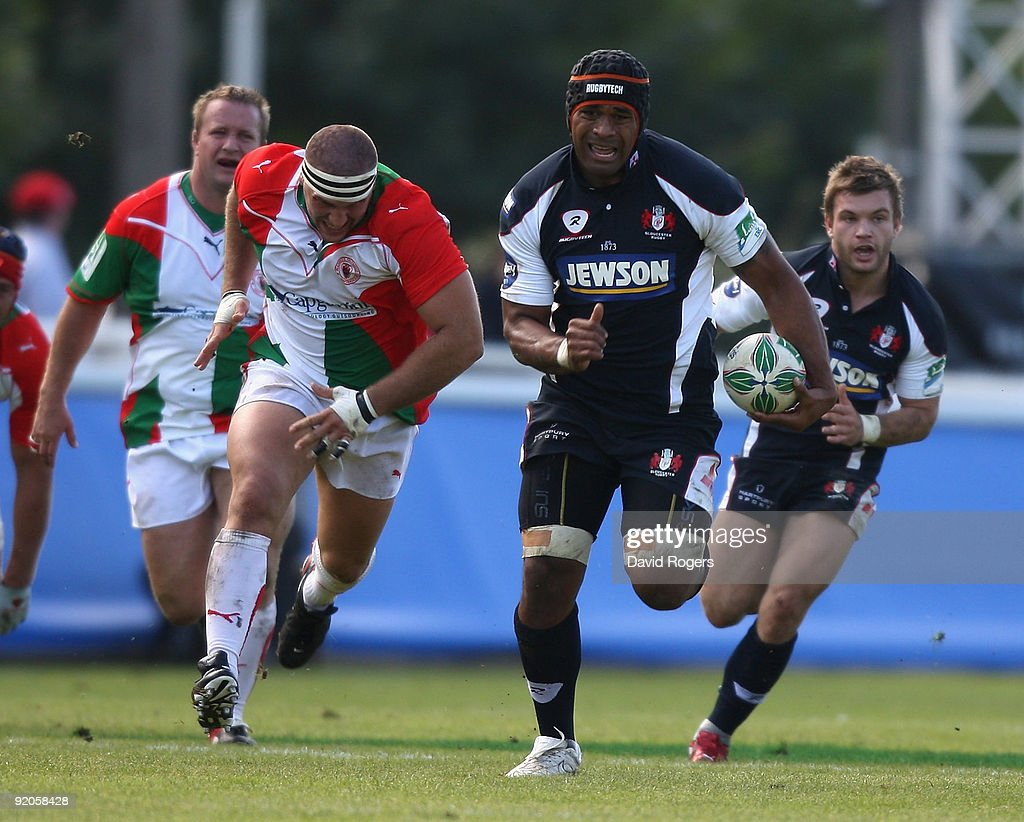 Akapusi Qera of Gloucester breaks away with the ball during the Heineken Cup match between Biarritz Olympique and Gloucester at Parc de Sports...