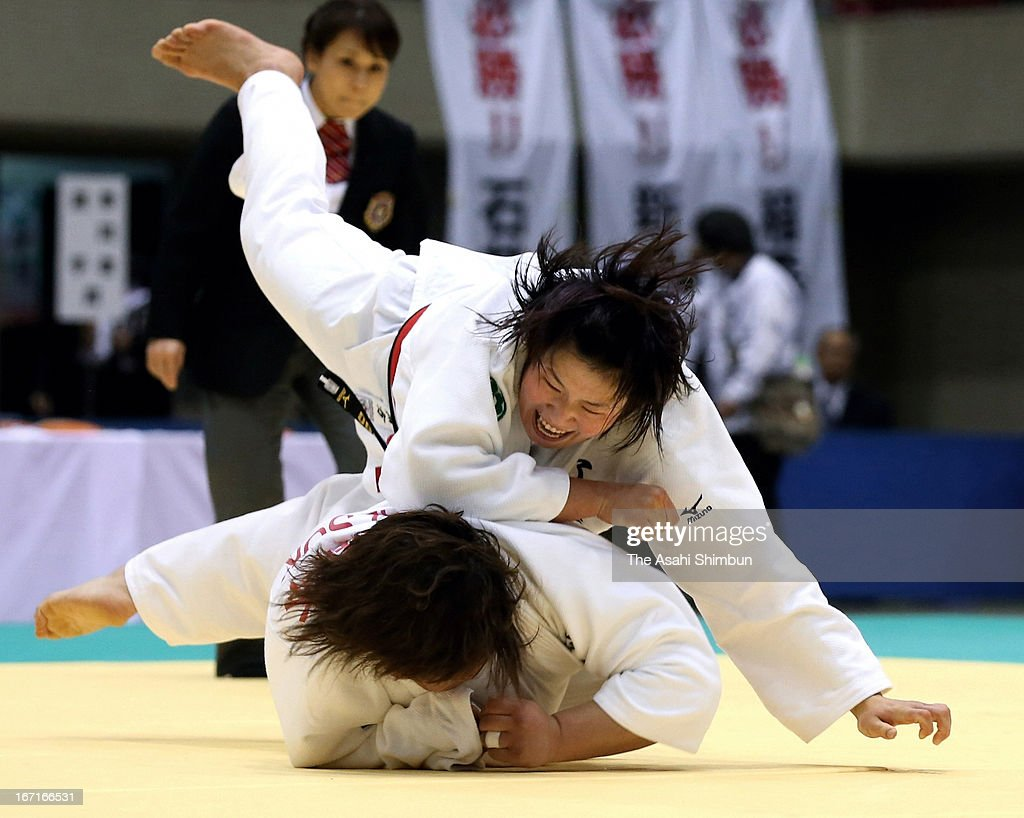 <a gi-track='captionPersonalityLinkClicked' href=/galleries/search?phrase=Akari+Ogata&family=editorial&specificpeople=6583429 ng-click='$event.stopPropagation()'>Akari Ogata</a> (top) throws Megumi Tachimoto (bottom) during the final of All Japan Women's Judo Championship 2013 at Yokohama Cultural Gymnasium on April 21, 2013 in Yokohama, Kanagawa, Japan.