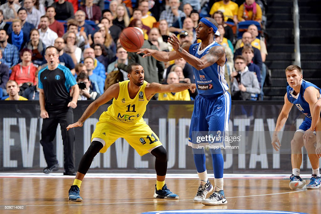 Akeem Vargas of ALBA Berlin and <a gi-track='captionPersonalityLinkClicked' href=/galleries/search?phrase=Daniel+Ewing&family=editorial&specificpeople=212752 ng-click='$event.stopPropagation()'>Daniel Ewing</a> of Neptunas Klaipeda during the game between Alba Berlin and Neptunas Klaipeda on February 9, 2016 in Berlin, Germany.