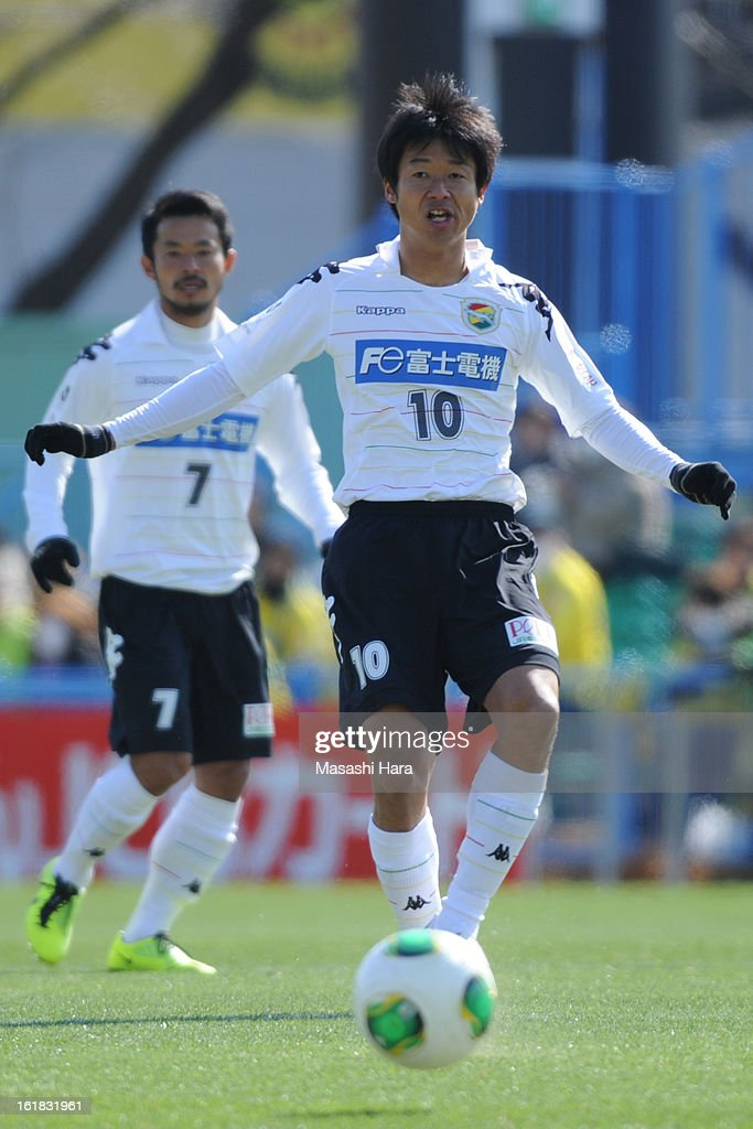 Akihiro Hyodo #10 of JEF United Chiba in action during the pre season friendly between Kashiwa Reysol and JEF United Chiba at Hitachi Kashiwa Soccer Stadium on February 17, 2013 in Kashiwa, Japan.