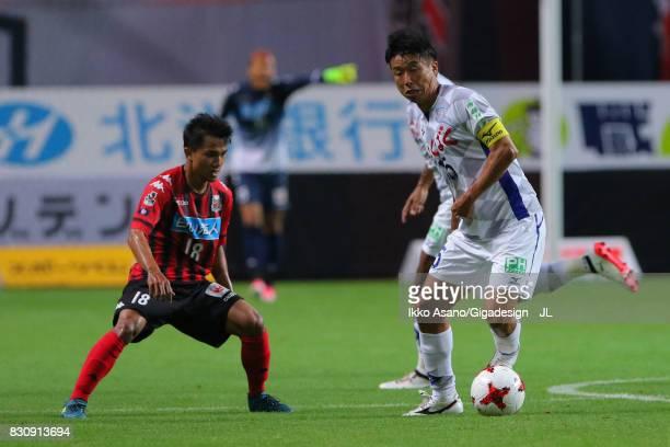 Akihiro Hyodo of Ventforet Kofu controls the ball under pressure of Chanathip Songkrasin of Consadole Sappporo during the JLeague J1 match between...