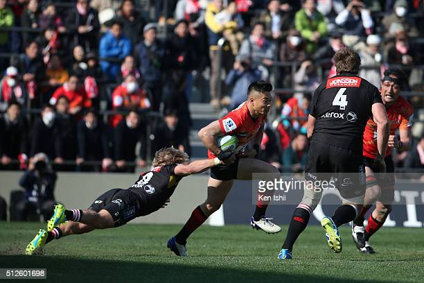 Akihito Yamada of the Sunwolves runs with the ball during the Super Rugby Rd 1 match between Sunwolves and Lions at Prince Chichibu Stadium on...