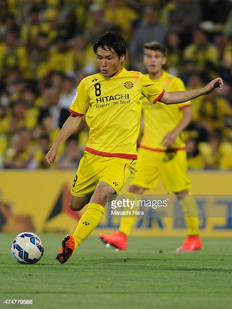 Akimi Barada of Kashiwa Reysol in action during the AFC Champions League Round of 16 match between Kashiwa Reysol and Suwon Samsung FC at Hitachi...