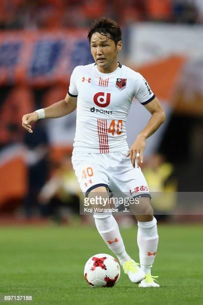Akimi Barada of Omiya Ardija in action during the JLeague J1 match between Albirex Niigata and Omiya Ardija at Denka Big Swan Stadium on June 17 2017...