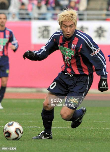 Akinori Nishizawa of Cerezo Osaka in action during the 85th Emperor's Cup Quarter Final match between Gamba Osaka and Cerezo Osaka at the Nagai...
