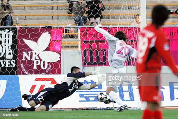 Akinori Nishizawa of Cerezo Osaka scores his team's second goal past Eiji Kawashima of Nagoya Grampus Eight during the JLeague Yamazaki Nabisco Cup...