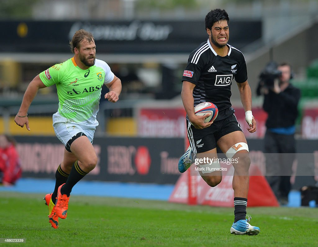 <a gi-track='captionPersonalityLinkClicked' href=/galleries/search?phrase=Akira+Ioane&family=editorial&specificpeople=9479095 ng-click='$event.stopPropagation()'>Akira Ioane</a> of New Zealand breaks free of the South African Defence to score a try during the IRB Glasgow Sevens - Day One at Scotstoun Stadium on May 3, 2014 in Glasgow, Scotland.