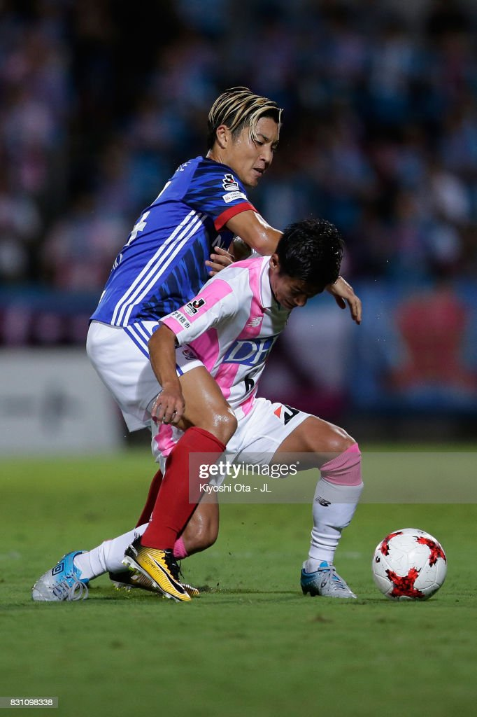 Akito Fukuta of Sagan Tosu controls the ball under pressure of Ryosuke Yamanaka of Yokohama F.Marinos during the J.League J1 match between Yokohama F.Marinos and Sagan Tosu at Nippatsu Mitsuzawa Stadium on August 13, 2017 in Yokohama, Kanagawa, Japan.