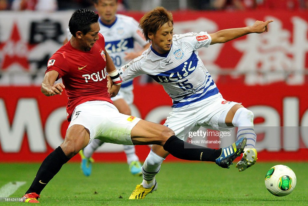 Akito Kawamoto (R) of Ventforet Kofu and <a gi-track='captionPersonalityLinkClicked' href=/galleries/search?phrase=Tomoaki+Makino&family=editorial&specificpeople=775804 ng-click='$event.stopPropagation()'>Tomoaki Makino</a> of Urawa Red Diamonds compete for the ball during the J.League match between Urawa Red Diamonds and Ventforet Kofu at Saitama Stadium on September 21, 2013 in Saitama, Japan.