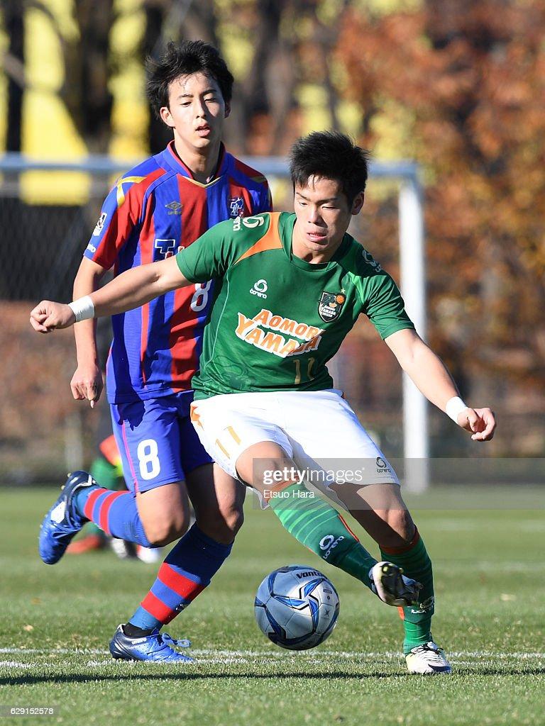 Akito Narumi#11 of Aomori Yamada in action during the Prince Takamado Trophy U-18 Premier League East match between FC Tokyo U-18 and Aomori Yamada at FC Tokyo Kodaira Ground on December 11, 2016 in Kodaira, Tokyo, Japan.