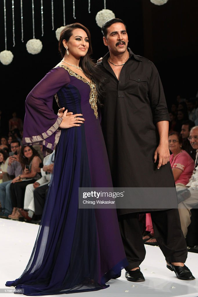 Akshay Kumar (R) & Sonakshi Sinha (L) walk the runway in Gitanjali design on day 1 of India International Jewellery Week 2013 at the Hotel Grand Hyatt on August 4, 2013 in Mumbai, India.