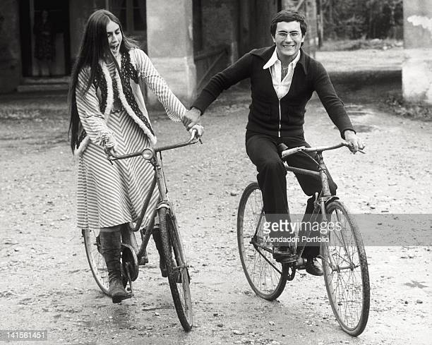 Al Bano Carrisi and Romina Power pose for a photo shooting on bicycles Milan 1974