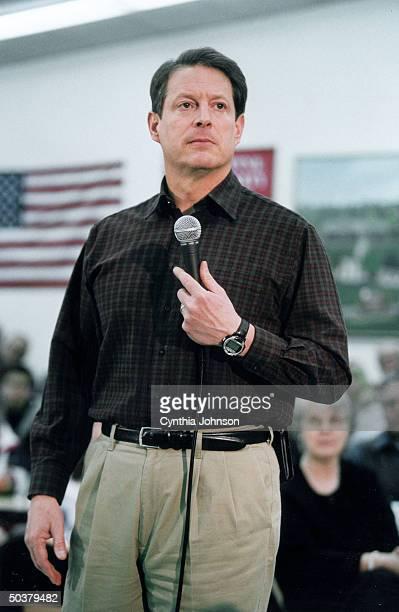 VP Al Gore w mike giving Pres campaign speech