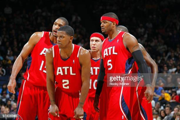 Al Horford Joe Johnson Mike Bibby and Josh Smith of the Atlanta Hawks huddle on the court during the game against the Golden State Warriors at Oracle...