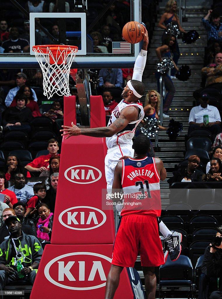 Al Horford #15 of the Atlanta Hawks dunks the ball vs the Washington Wizards at Philips Arena on November 21, 2012 in Atlanta, Georgia.
