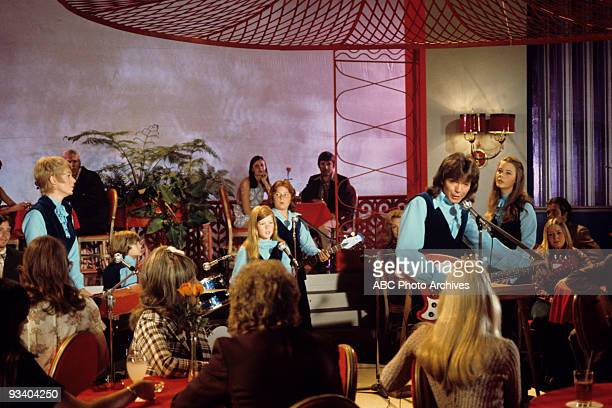 FAMILY 'Al in the Family' Season Four 11/24/73 Shirley Jones Brian Forster Suzanne Crough Danny Bonaduce David Cassidy and Susan Dey play for the...