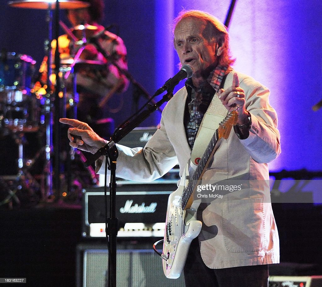 <a gi-track='captionPersonalityLinkClicked' href=/galleries/search?phrase=Al+Jardine&family=editorial&specificpeople=224030 ng-click='$event.stopPropagation()'>Al Jardine</a> performs with Brian Wilson at Chastain Park Amphitheater on October 4, 2013 in Atlanta, Georgia.