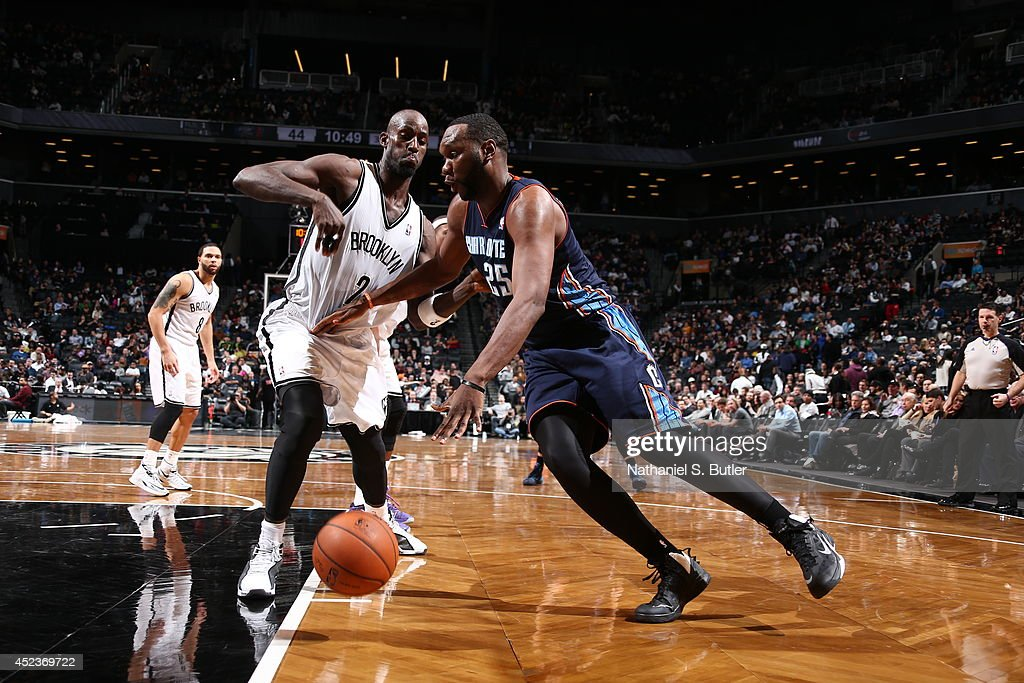 <a gi-track='captionPersonalityLinkClicked' href=/galleries/search?phrase=Al+Jefferson&family=editorial&specificpeople=201604 ng-click='$event.stopPropagation()'>Al Jefferson</a> #25 of the Charlotte Bobcats drives to the basket against Kevin Garnett #2 of the Brooklyn Nets at the Barclays Center on February 12, 2014 in the Brooklyn borough of New York City.