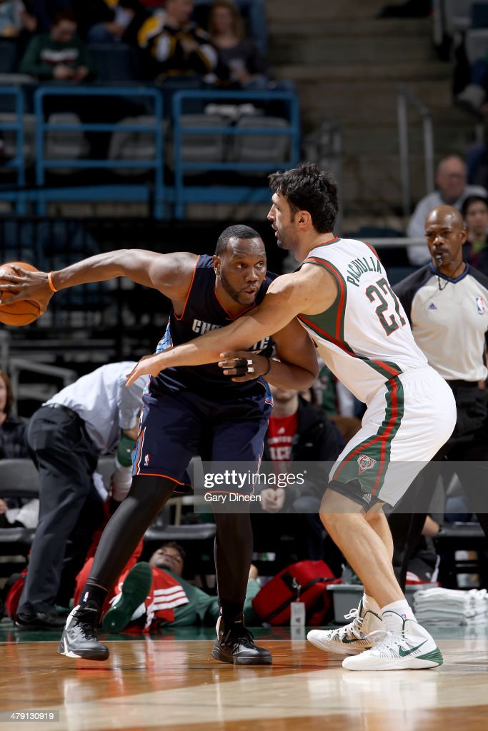 Al Jefferson #25 of the Charlotte Bobcats posts up against Zaza Pachulia #27 of the Milwaukee Bucks on March 16, 2014 at the BMO Harris Bradley Center in Milwaukee, Wisconsin.