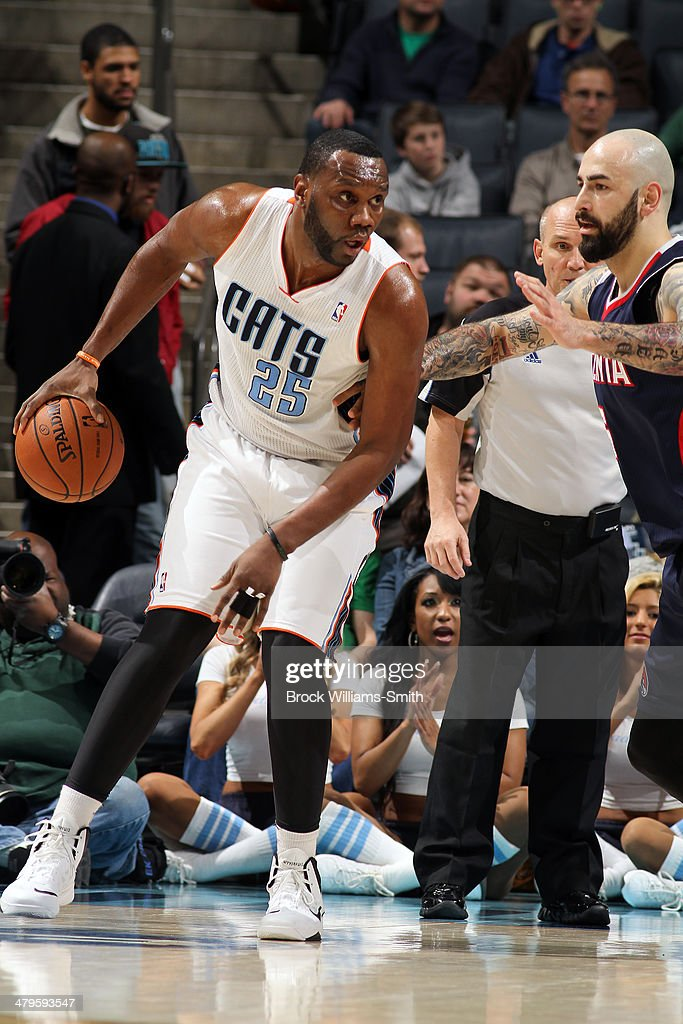 Al Jefferson #25 of the Charlotte Bobcats posts up during the game against the Atlanta Hawks at the Time Warner Cable Arena on March 17, 2014 in Charlotte, North Carolina.