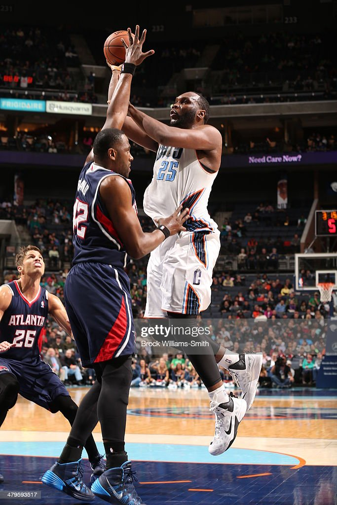 Al Jefferson #25 of the Charlotte Bobcats shoots the ball against the Atlanta Hawks during the game at the Time Warner Cable Arena on March 17, 2014 in Charlotte, North Carolina.