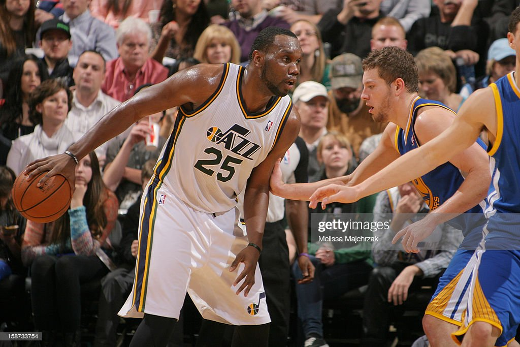 <a gi-track='captionPersonalityLinkClicked' href=/galleries/search?phrase=Al+Jefferson&family=editorial&specificpeople=201604 ng-click='$event.stopPropagation()'>Al Jefferson</a> #25 of the Utah Jazz controls the ball against David Lee #10 of the Golden State Warriors at Energy Solutions Arena on December 26, 2012 in Salt Lake City, Utah.