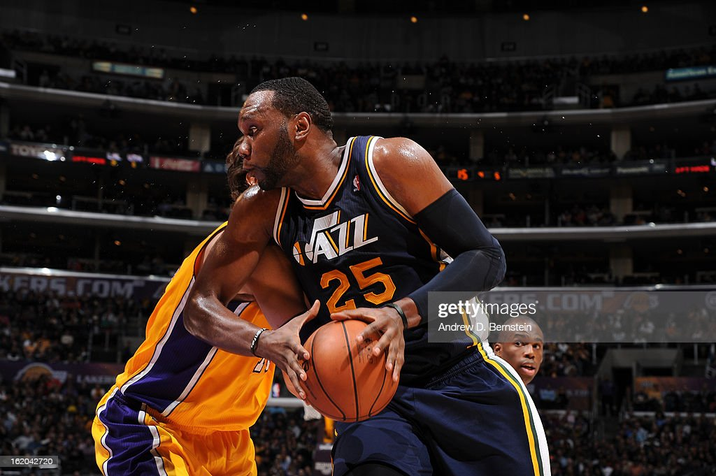 Al Jefferson #25 of the Utah Jazz drives to the basket against the Los Angeles Lakers at Staples Center on January 25, 2013 in Los Angeles, California.