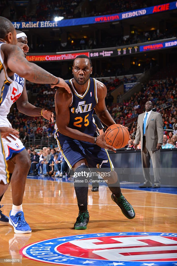 Al Jefferson #25 of the Utah Jazz handles the ball against the Philadelphia 76ers at the Wells Fargo Center on November 16, 2012 in Philadelphia, Pennsylvania.