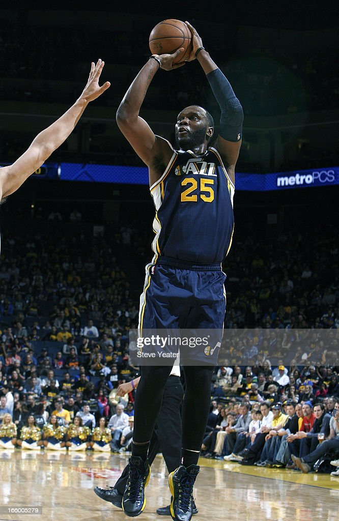 <a gi-track='captionPersonalityLinkClicked' href=/galleries/search?phrase=Al+Jefferson&family=editorial&specificpeople=201604 ng-click='$event.stopPropagation()'>Al Jefferson</a> #25 of the Utah Jazz shoots against the Golden State Warriors on April 7, 2013 at Oracle Arena in Oakland, California.