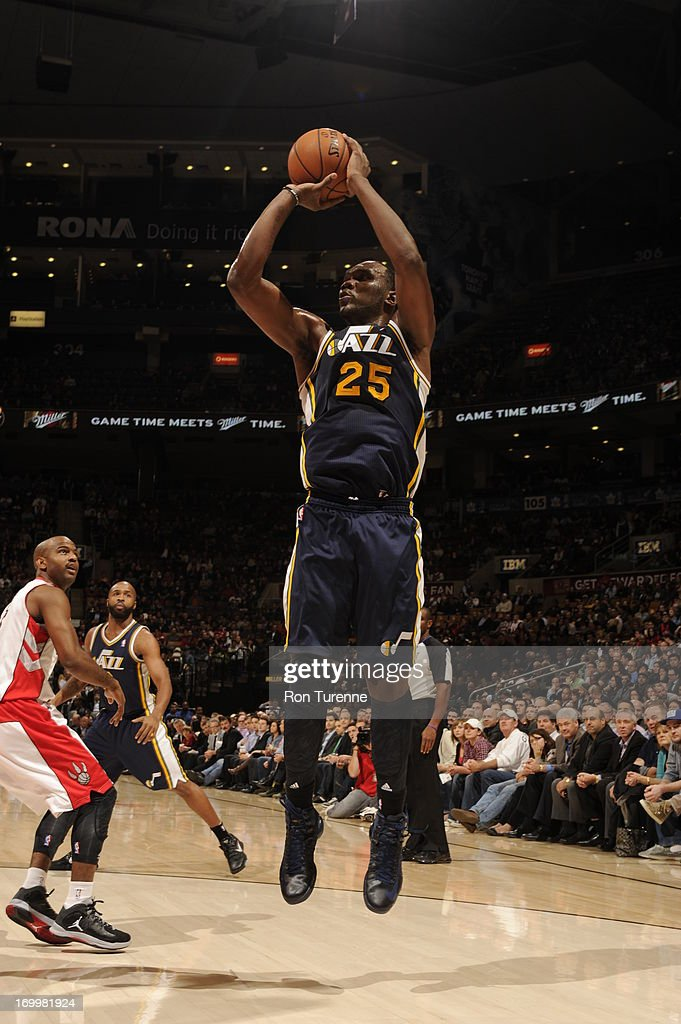 <a gi-track='captionPersonalityLinkClicked' href=/galleries/search?phrase=Al+Jefferson&family=editorial&specificpeople=201604 ng-click='$event.stopPropagation()'>Al Jefferson</a> #25 of the Utah Jazz shoots the ball against the Toronto Raptors during the game on November 12, 2012 at the Air Canada Centre in Toronto, Ontario, Canada.