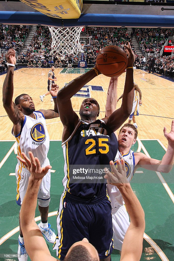 <a gi-track='captionPersonalityLinkClicked' href=/galleries/search?phrase=Al+Jefferson&family=editorial&specificpeople=201604 ng-click='$event.stopPropagation()'>Al Jefferson</a> #25 of the Utah Jazz splits the defense and lays it up against the Golden State Warriors at EnergySolutions Arena on February 16, 2011 in Salt Lake City, Utah.