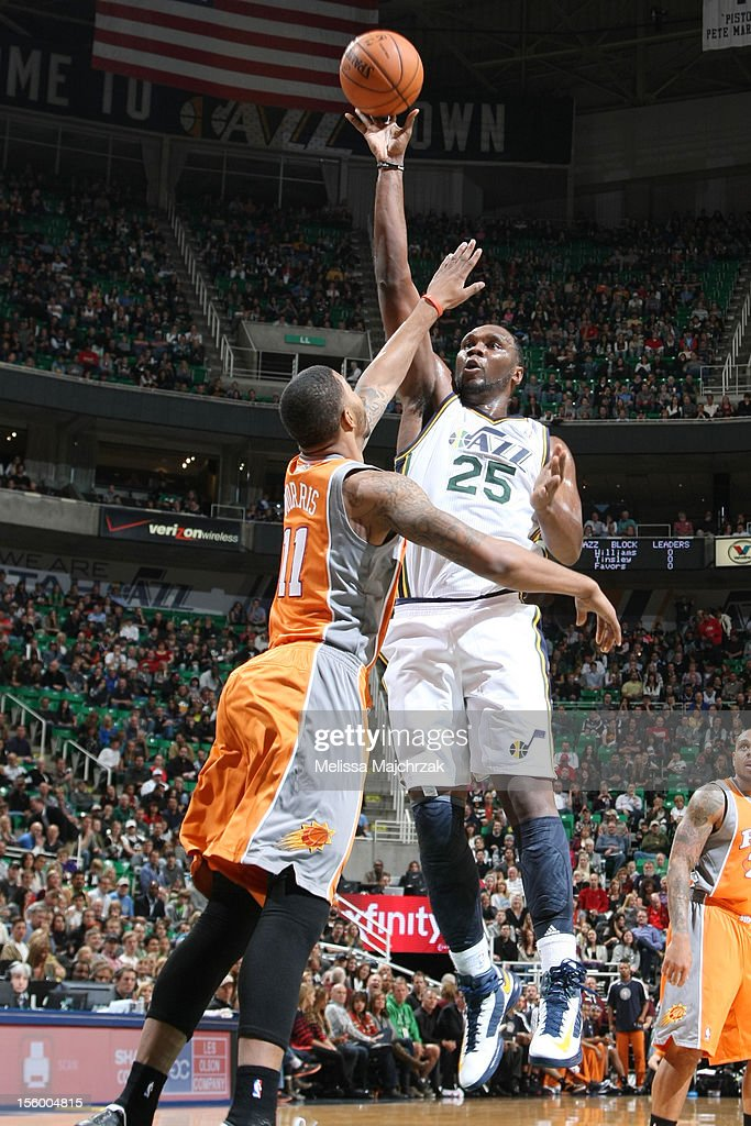 <a gi-track='captionPersonalityLinkClicked' href=/galleries/search?phrase=Al+Jefferson&family=editorial&specificpeople=201604 ng-click='$event.stopPropagation()'>Al Jefferson</a> #25 of the Utah Jazz takes the shot over <a gi-track='captionPersonalityLinkClicked' href=/galleries/search?phrase=Markieff+Morris&family=editorial&specificpeople=5293881 ng-click='$event.stopPropagation()'>Markieff Morris</a> #11 of the Phoenix Suns at Energy Solutions Arena on November 10, 2012 in Salt Lake City, Utah.