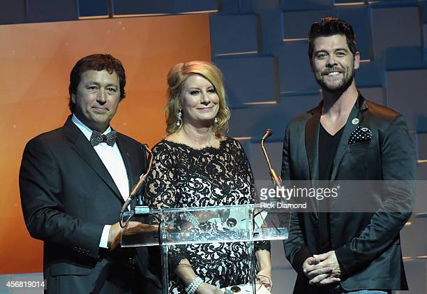 Al Robertson and Lisa Robertson of Duck Dynasty and Jason Crabb present onstage during the 45th Annual Dove Awards at Allen Arena Lipscomb University...