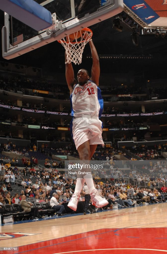 Al Thornton #12 of the Los Angeles Clippers goes up for a dunk against the Los Angeles Lakers at Staples Center on October 29, 2008 in Los Angeles, California.
