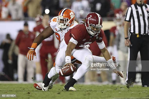 Alabama Crimson Tide quarterback Jalen Hurts avoids being tackled by Clemson Tigers defensive tackle Carlos Watkins in the 4th quarter of the 2017...